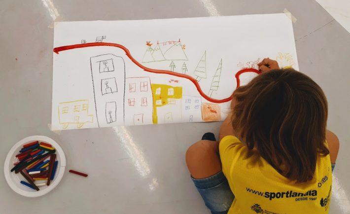 Kreative Beschäftigung auf Reisen mit Kindern